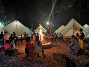 The communal campfire at Gopeng Glamping Park