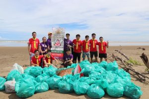 Kuching Beach Cleaners and volunteers from Kuching City Scout Group Rover Crew