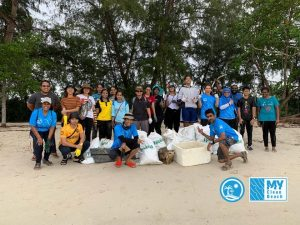 MY Clean Beach volunteers pose for a picture